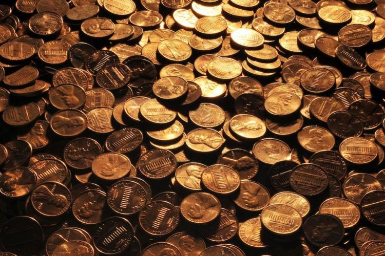Pennies by Roman Oleinik (Own work) [CC BY-SA 3.0 (http://creativecommons.org/licenses/by-sa/3.0) or GFDL (http://www.gnu.org/copyleft/fdl.html)], via Wikimedia Commons